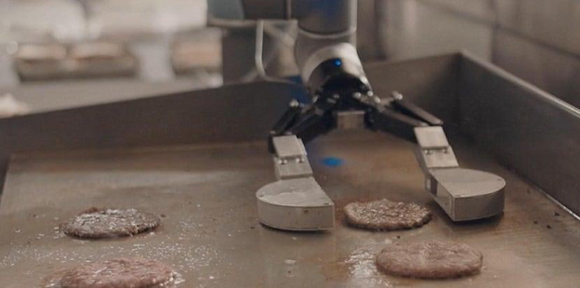 EL PRIMER ROBOT COCINERO LLEGA A CALIFORNIA