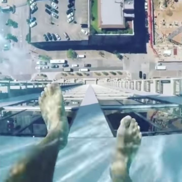 La piscina suspendida en el aire de un rascacielos de Houston