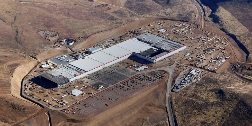 La colosal factoría de baterías Tesla comienza la producción.