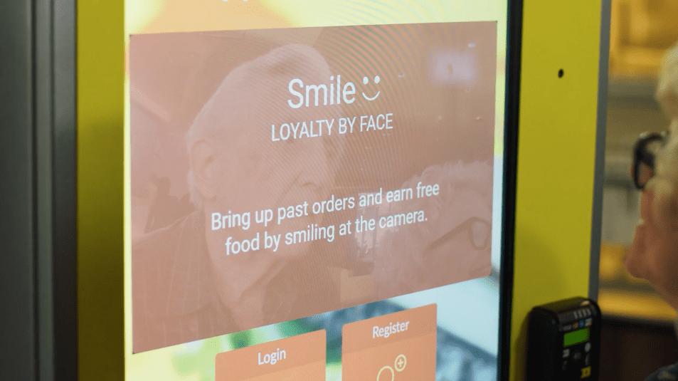 El reconocimiento facial llega a la comida rápida.