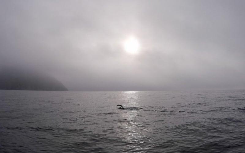 Nacho Dean cruza a nado el Estrecho de Bering, que une América con Asia