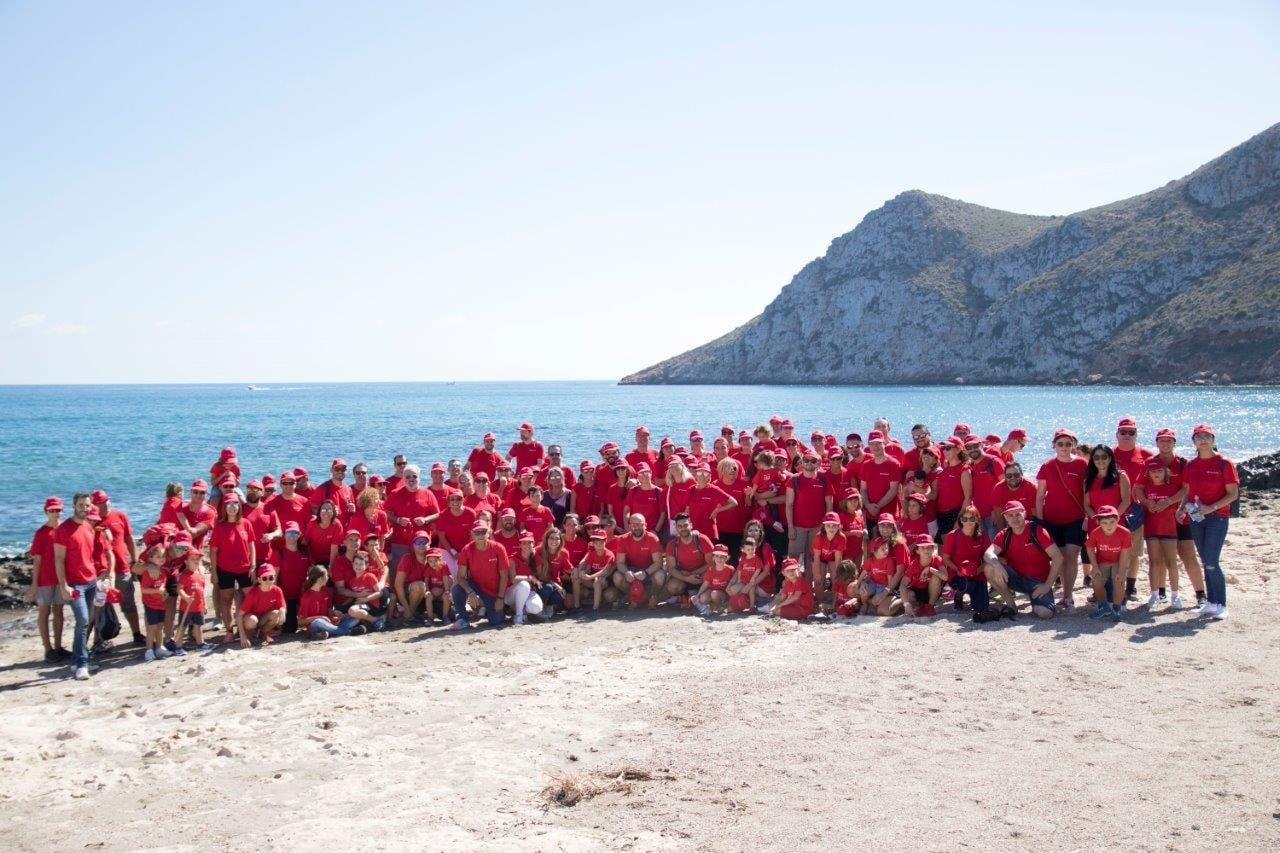 Empleados del Santander apoyan el trabajo social