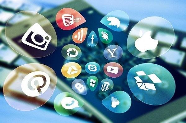 Tensión entre adolescentes y adultos por el uso inadecuado de las redes sociales