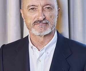"""Pérez-Reverte: """"Mi intención es que el lector se olvide del bando en el que lucha cada personaje"""""""
