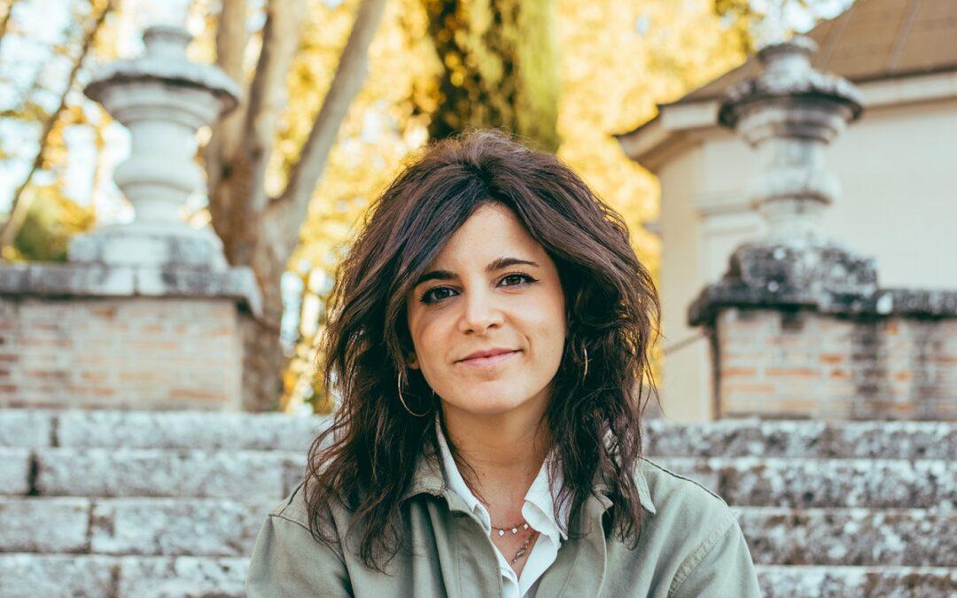"""Ana Iris Simón, autora de 'Feria': """"El éxito no era ser CEO en Singapur"""""""